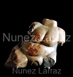 Barende oermoeder, serpentijn (ook in brons), 40x33x17cm